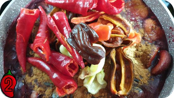 ostre chili ze śliwką z przyprawami korzennymi