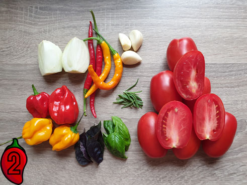 ostry-sos-pomidorowy-chili-składniki