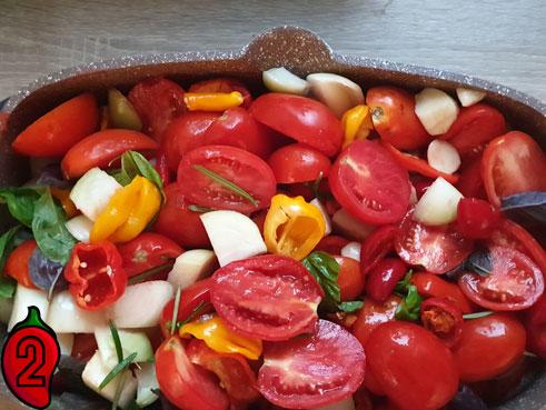 ostry-sos-pomidorowy-chili-zmieszane-skladniki